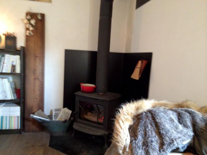 madocafeの暖炉側の席