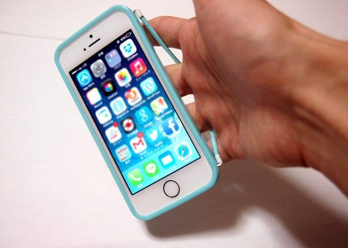 落としにくいiPhoneケース「みみずく」は片手操作が楽々で落下防止機能がすごい!