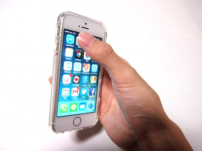 親指でiPhoneの画面上までタップ可能