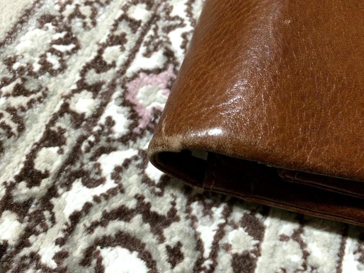 CLEDRANの長財布の傷