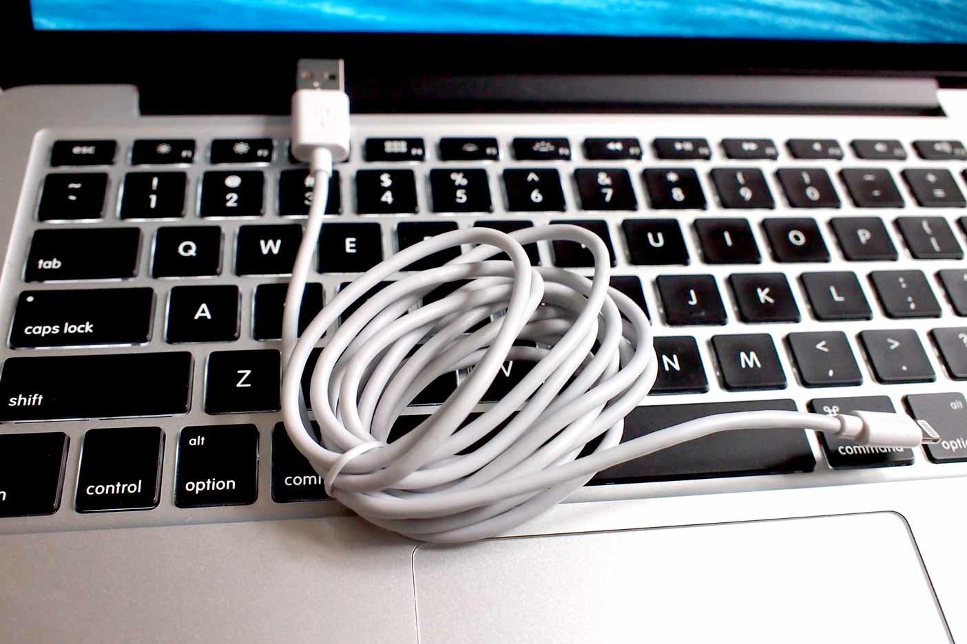 Logitec Lightning cable002