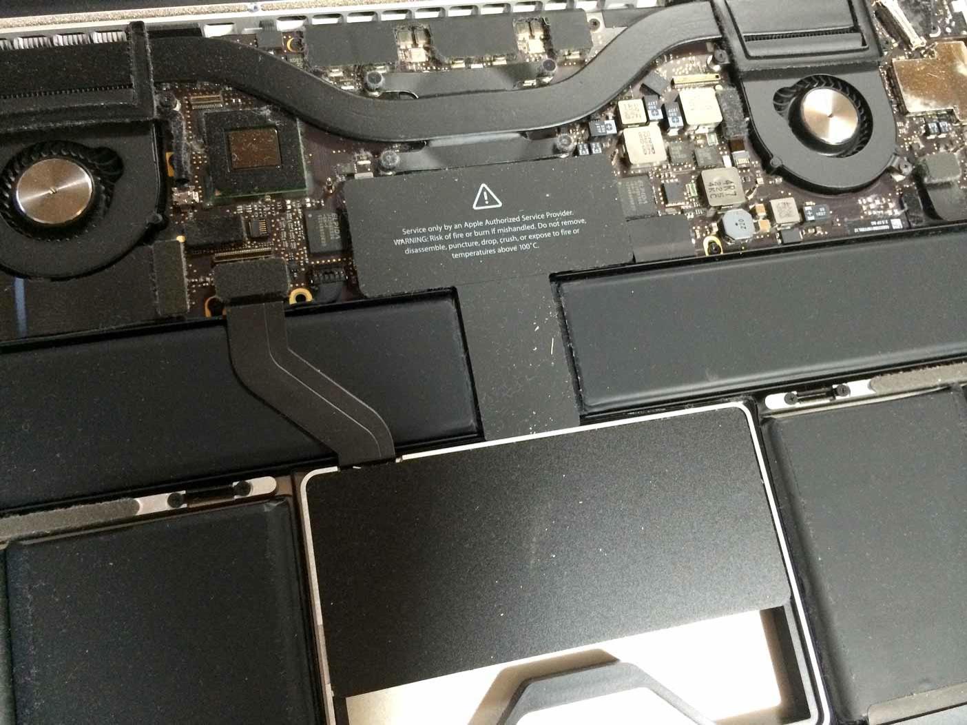 Macbook には埃がたまっている