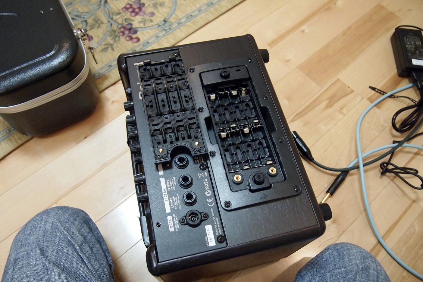Roland AC-33の電池交換