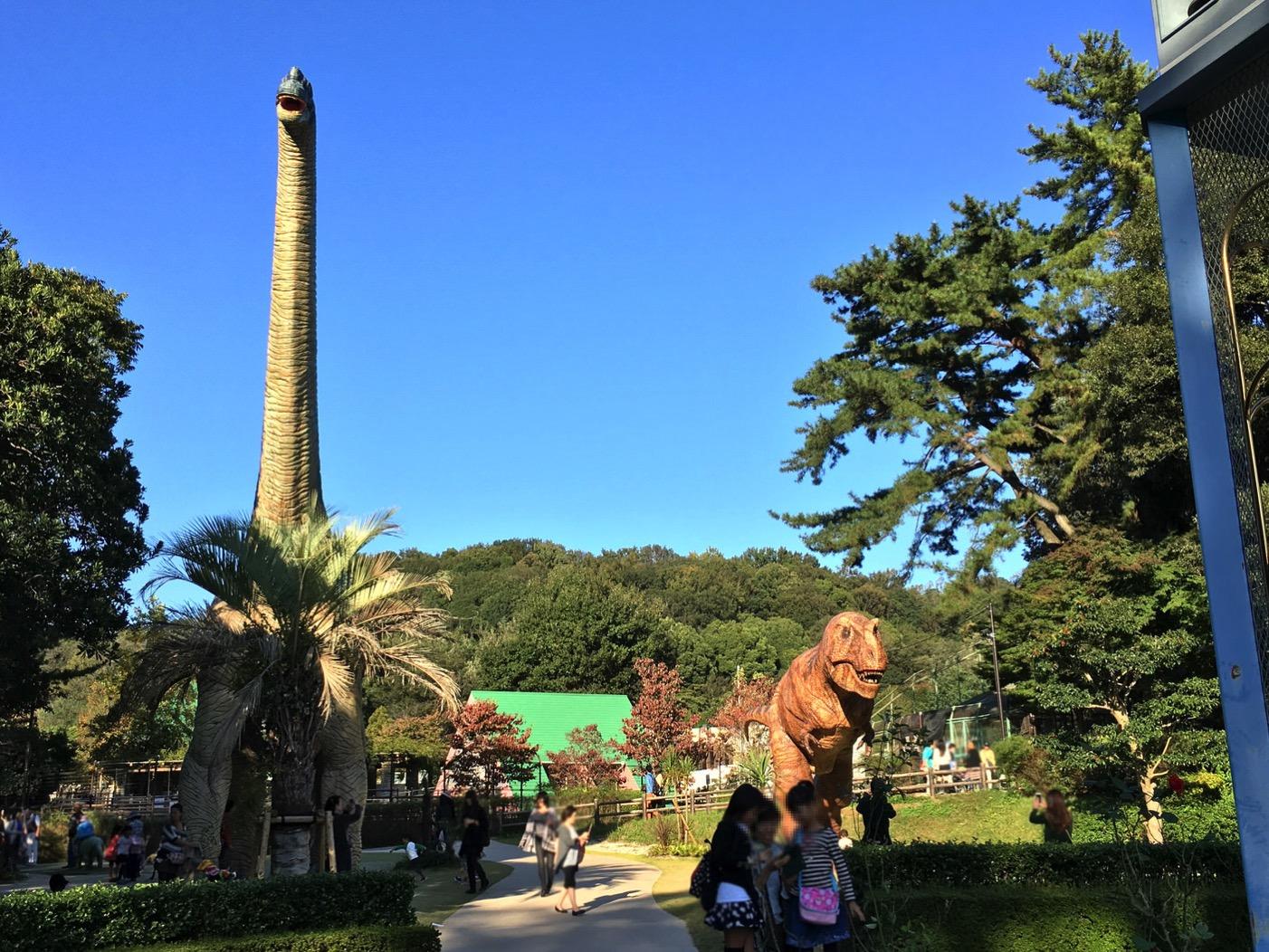 東公園の恐竜モニュメント